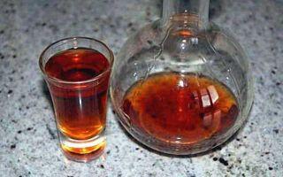 Настойка скорлупы кедровых и грецких орехов: рецепт изготовления своими руками и польза для здоровья