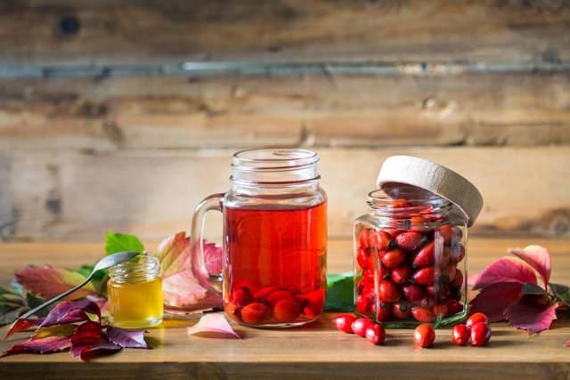 Самогон из шиповника в домашних условиях – рецепт браги