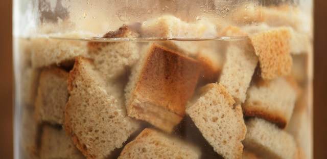 Правильная очистка самогона хлебом (черным ржаным)