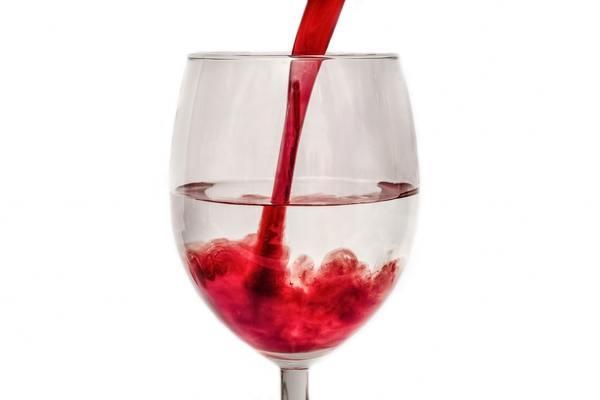 Разбавление отбродившего вина водой или соком