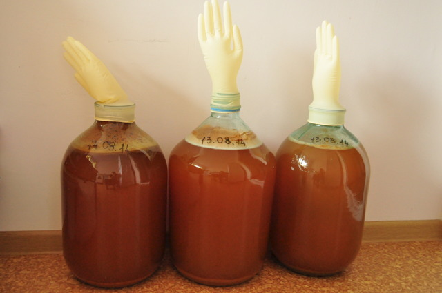 Добавлять сахар в вино нужно за раз или порциями