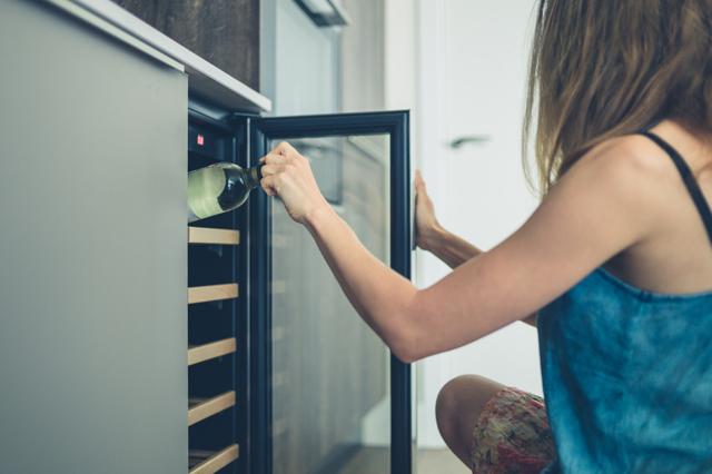 Преимущества переливания вина через трубочку