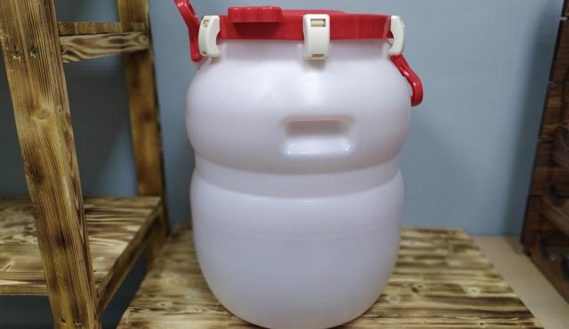 Хранение самогона в бутылках, банках, бочках и пластике